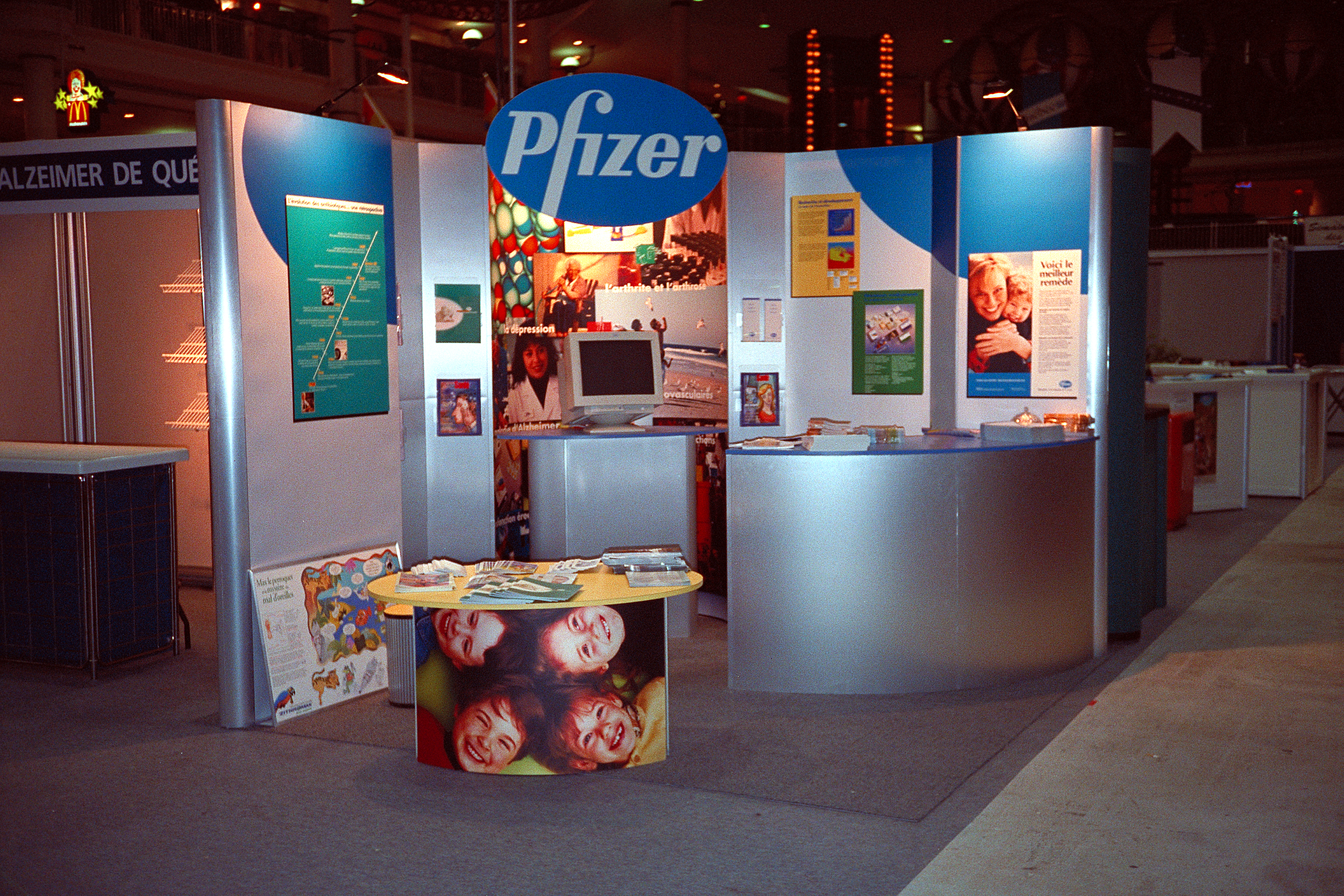 Pfizer w/ Nimlink Custom Exhibit view 2